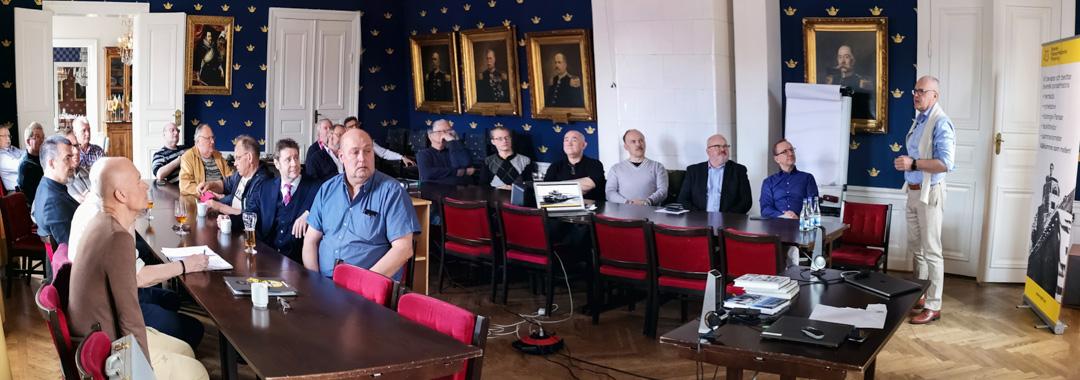 Måns Thuresson presenterar SPHF:s verksamhet. Foto: Thorleif Olsson