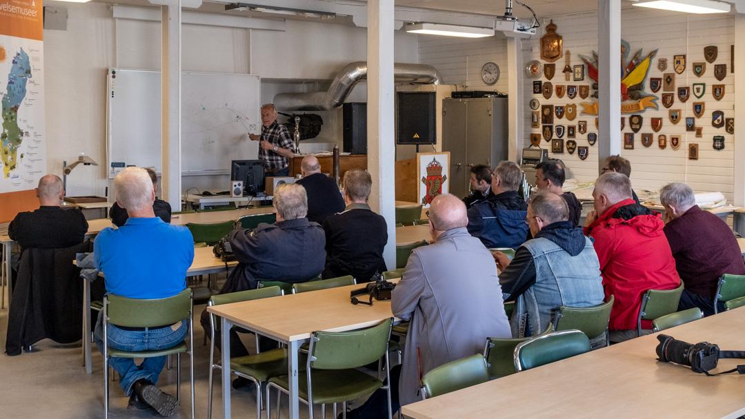Artillerimuseet och artilleriets grunder presenteras av Per-Åke Karlsson. Foto: Måns Thuresson