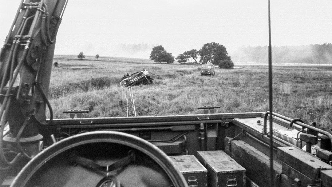 Bgbv 82 bärgar en Strv 103. Foto: Tommy Nilsson