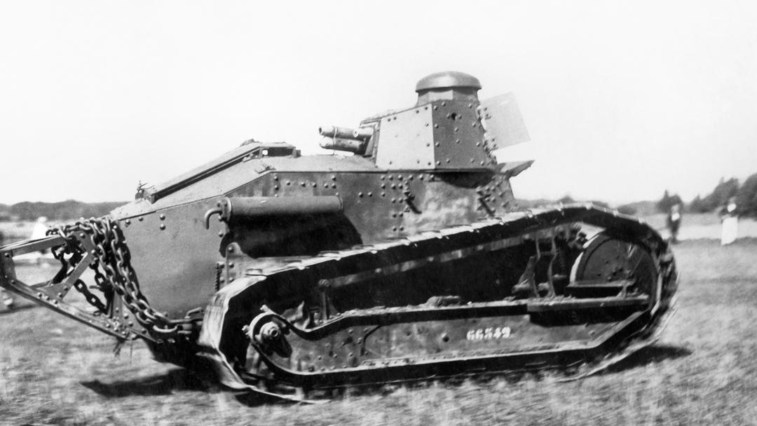 """Sveriges första stridsvagn franska Renault FT """"Putte"""""""