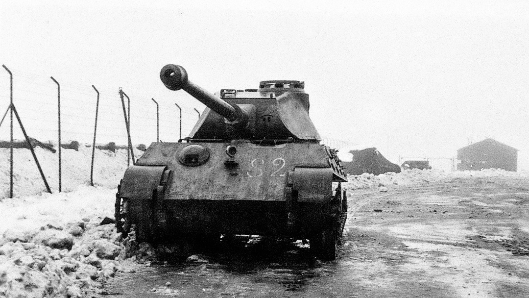Kungstigern var märkt på fronten och på sidorna med S2, vilket länge var oförklarligt. Sten Korch, försöksofficer vid tiden, förklarade att det betydde att amerikanska militära underrättelsetjänsten hade undersökt vagnen.