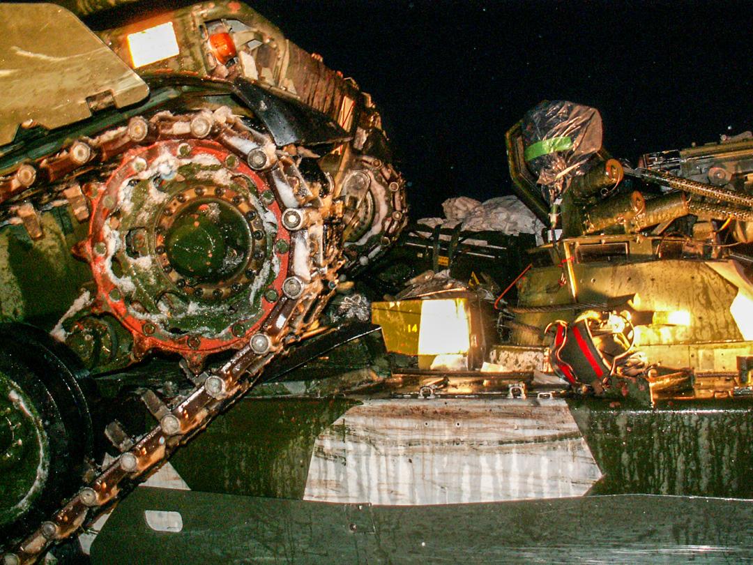 Strf 90 klart nära vapenhuven på Bgbv 90. Foto: Peter Eriksson