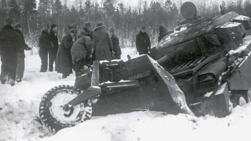 Bärgning vid Kalix 1954. Notera att vagnen har nummer 362 målat på tornet.Källa: Krigsarkivet